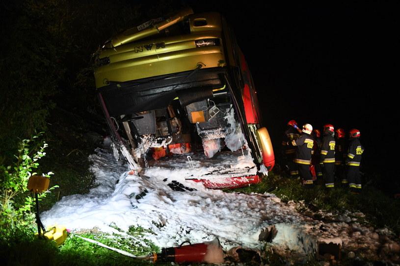 Wypadek autokaru wycieczkowego na drodze krajowej nr 28 w Leszczawie /Darek Delmanowicz /PAP