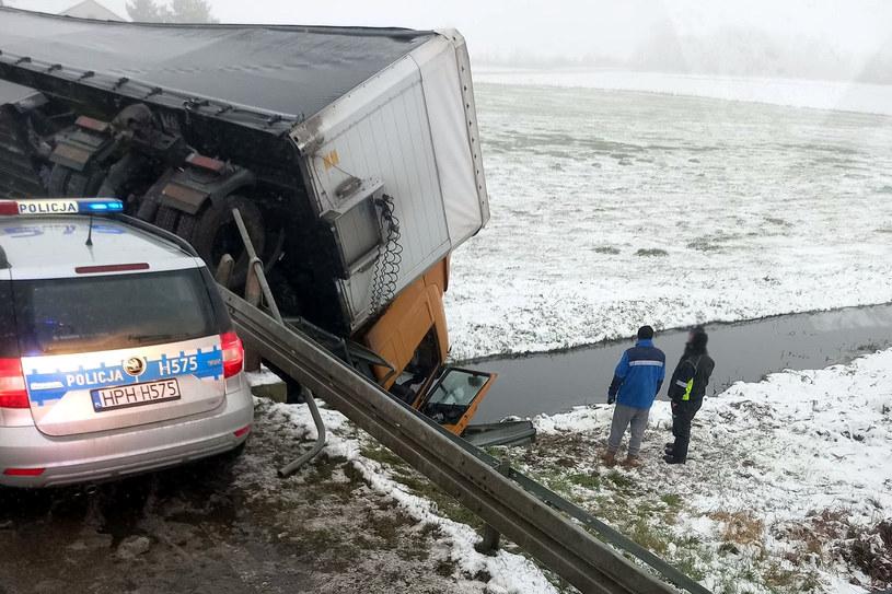 Wypadek ciężarówki /Policja w Mławie /domena publiczna