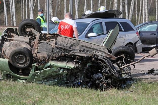 Wypadek, do którego doszło w niedzielę na DK 65 w Osowcu. Zginęła 1 osoba /Artur Reszko /PAP