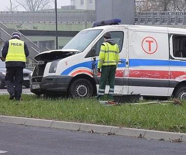 Wypadek karetki. Kierowca miał... fałszywe prawo jazdy
