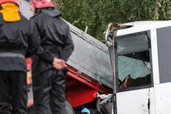 Wypadek koło Nowego Sącza: Czołowe zderzenie autobusu w ciężarówką