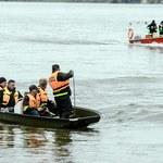 Wypadek łódki na jeziorze Ostrowąs. Za burtę wypadły trzy osoby