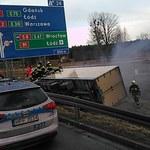 Wypadek na A1. Ciężarówka wypadła z jezdni [FILM]