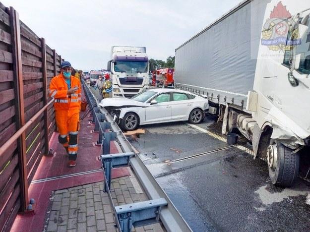 Wypadek na A2 w Wólce Łasieckiej w Łódzkiem /PSP