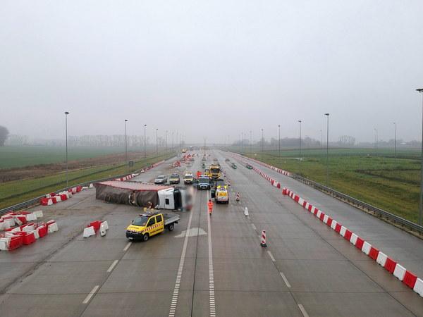 Miejsce wypadku ukraińskiej ciężarówki na autostradzie A4 w Chotyńcu