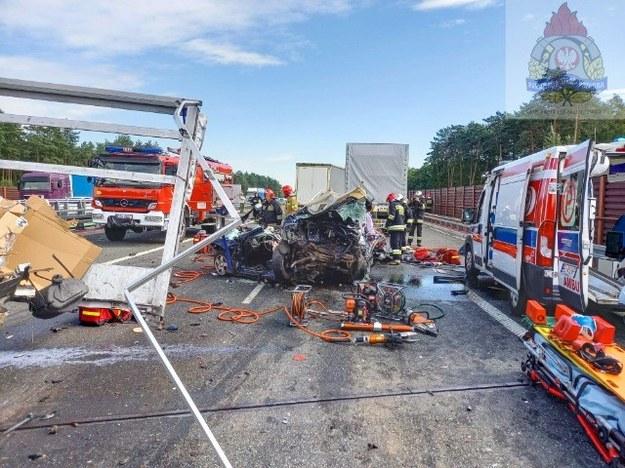 Wypadek na autostradzie A2 w miejscowości Wólka Łasiecka w Łódzkiem /PSP