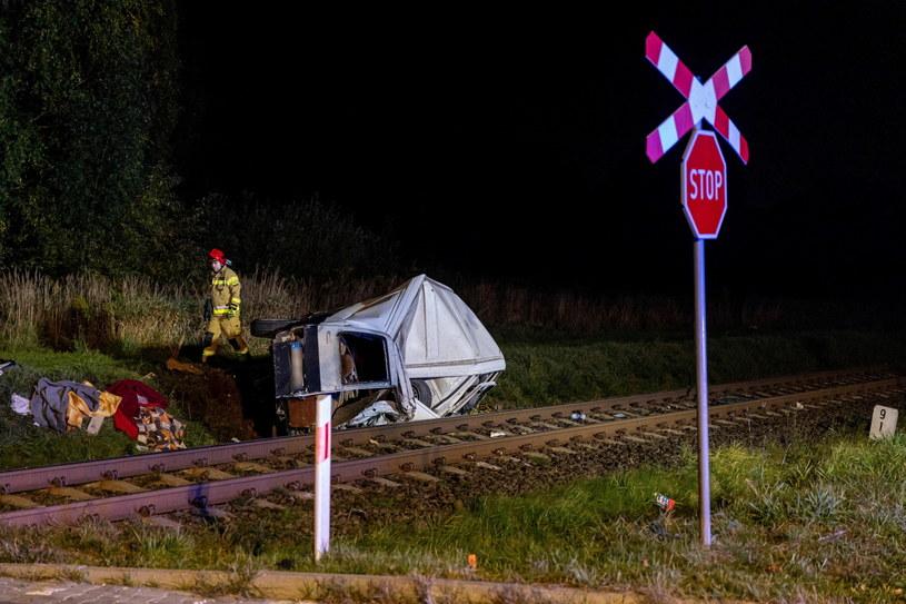 Wypadek na niestrzeżonym przejeździe kolejowym /Jakub Kaczmarczyk   /PAP