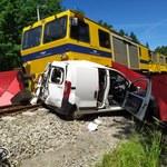Wypadek na przejeździe kolejowym. Zginęła młoda kobieta