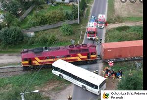 Wypadek na przejeździe w Wielkopolsce: Pociąg uderzył w autobus