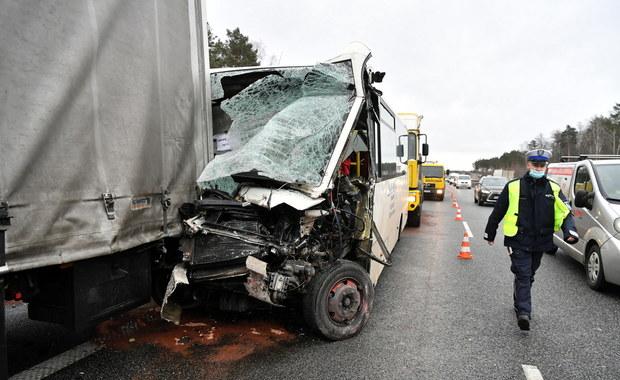 Wypadek na S8 pod Wyszkowem. Siedem osób rannych