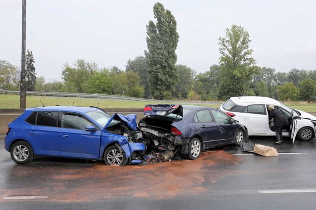 Wypadek na Wisłostradzie w Warszawie, gdzie zderzyło się sześć samochodów /Paweł Supernak /PAP