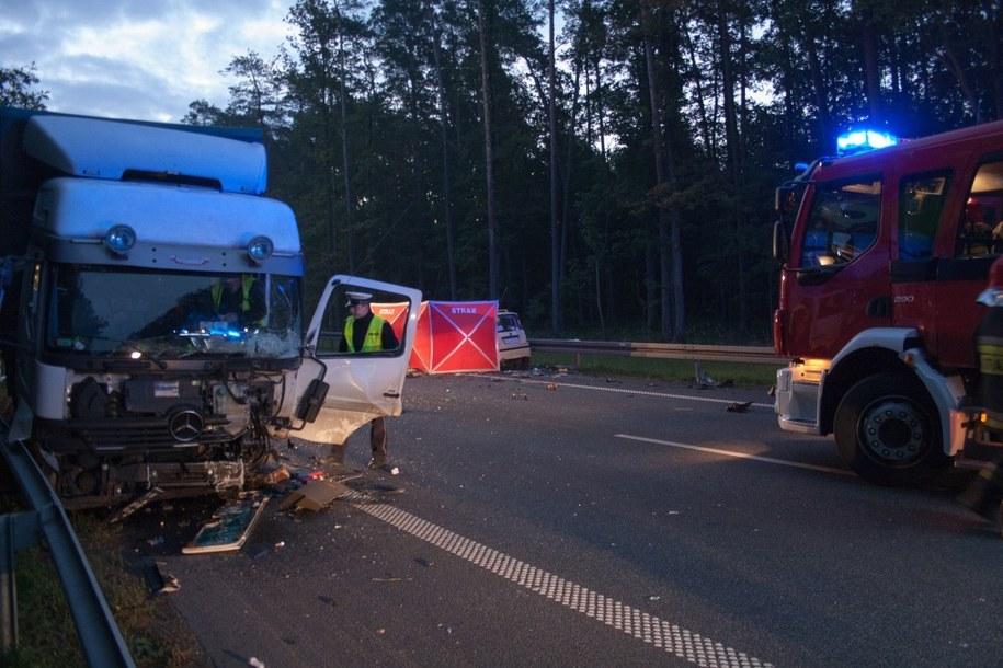Wypadek pod Ozimkiem /ratownictwo.opole.pl /RMF FM