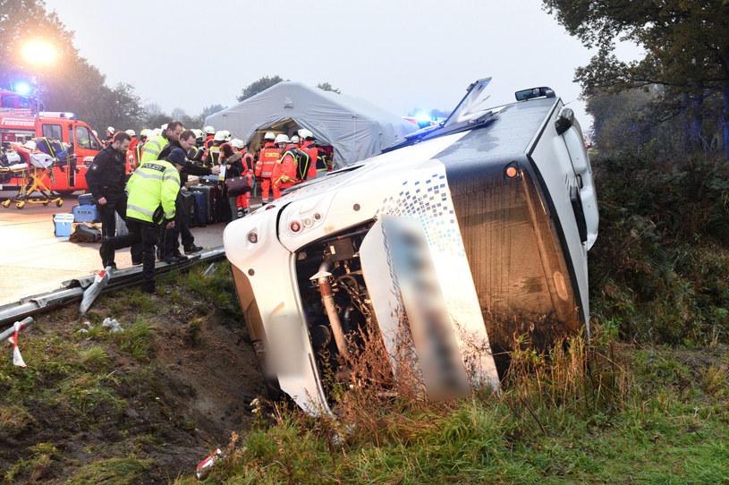 Wypadek polskiego autokaru koło Hamburga. Są poszkodowani /Daniel Bockwoldt /East News