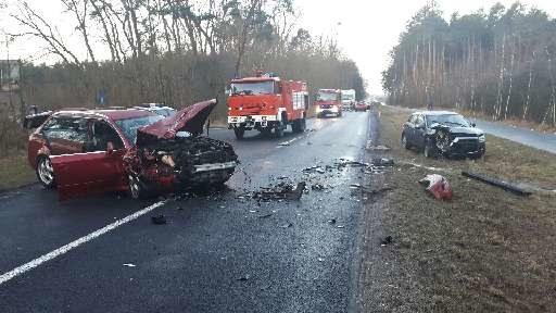 Wypadek samochodowy tuż przed lotniskiem Babimost niedaleko Zielonej Góry /KWP Lubuskie /Policja