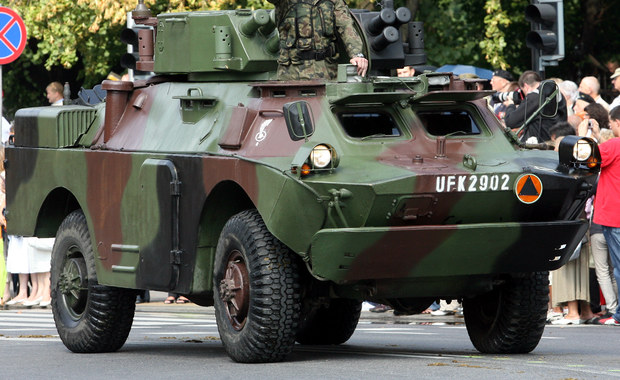 Wypadek samochodu wojskowego. Dwóch żołnierzy w szpitalu