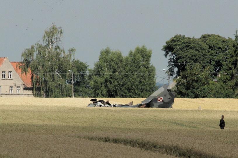 Wypadek samolotu MiG-29 z 22 Bazy Lotnictwa Taktycznego w miejscowości Sakówko. Pilot katapultował się, ale nie przeżył wypadku. /Tomasz Waszczuk /PAP