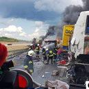 Wypadek w Bogusławicach. Zderzenie autokaru i dwóch ciężarówek