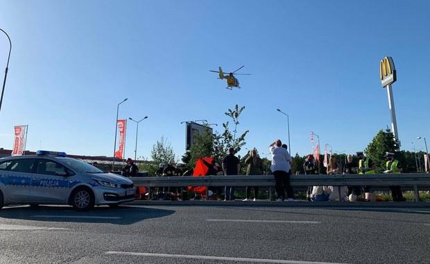 Wypadek w Długołęce. Jedna osoba nie żyje, dwie trafiły do szpitala