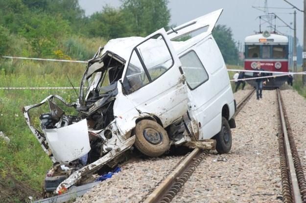 Wypadek, w którym zginęło 9 osób jadących busem /PAP