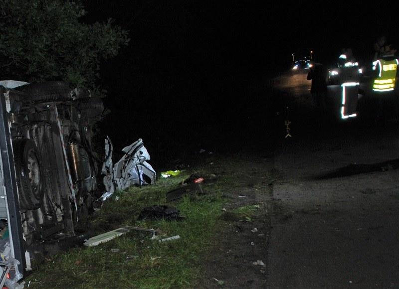 Wypadek w woj. pomorskim. Auto dachowało i uderzyło w drzewo /POMORSKA POLICJA /materiały prasowe
