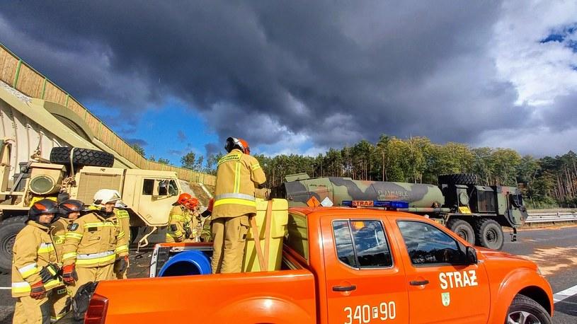 Wypadek z udziałem ciężarówek amerykańskiej armii /Straż Pożarna Zielona Góra  /facebook.com