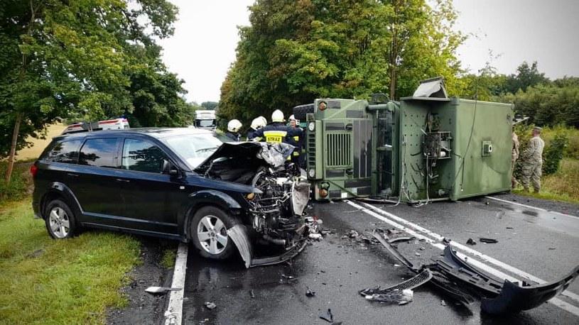 Wypadek z udziałem pojazdu amerykańskiej armii /KPP Piła /facebook.com