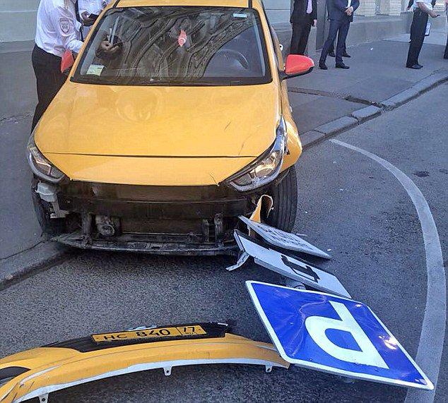Wypadek z udziałem taksówki w Moskwie /Moscow Government's Center of Traffic Control / HANDOUT /PAP/EPA