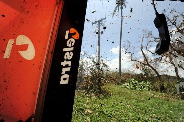 Wyparcie telefonii stacjonarnej przez popularne komórki to tylko kwestia czasu /AFP