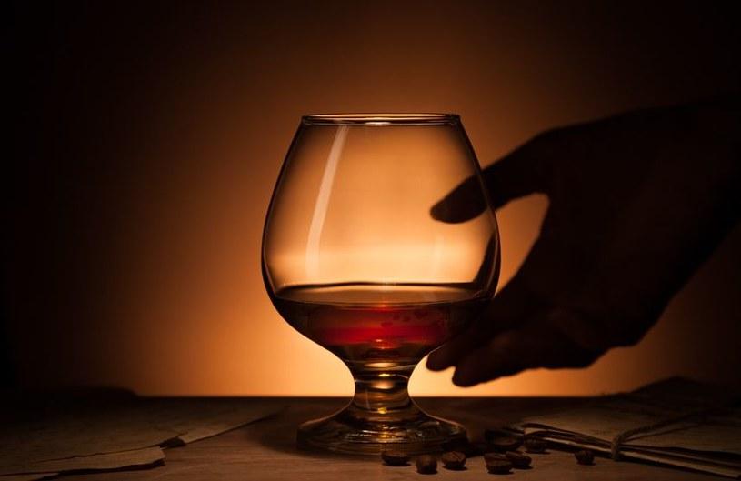 Wypicie alkoholu metylowego może spowodować ślepotę lub zgon /123RF/PICSEL