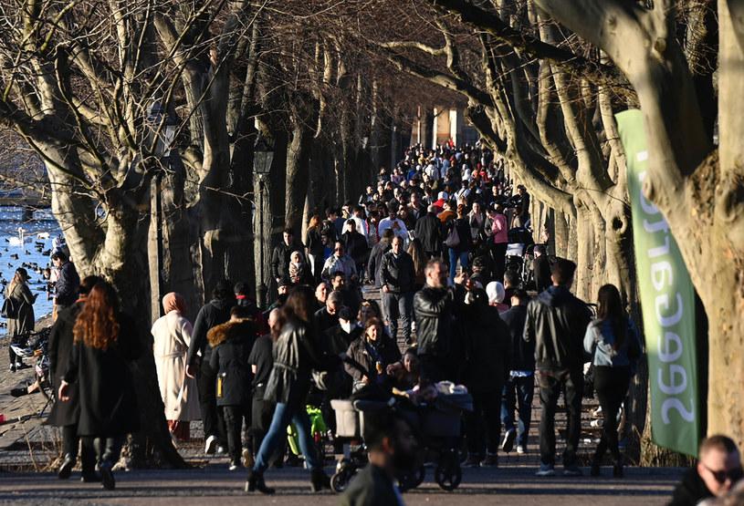 Wypoczynek mieszkańców Berlina /AFP