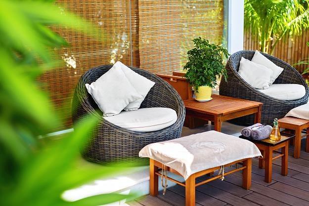 Wypoczynek w ogrodzie lub na działce to jeden z najprzyjemniejszych sposobów spędzania wolnego czasu /©123RF/PICSEL