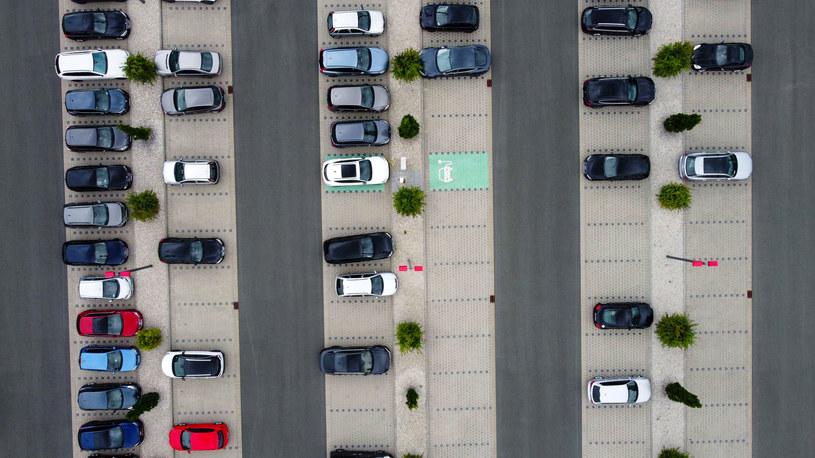 Wyposażenie samochodów wzbudziło zastrzeżenia Inspekcji Handlowej /Getty Images