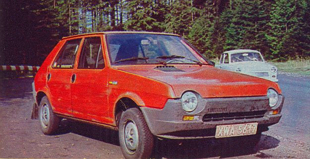 Wyposażenie sprowadzonego ostatnio do kraju samochodu Fiat Ritmo 65 L jest uzupełniane w Fabryce Samochodów Osobowych. Dominuje duża ilość tworzyw sztucznych, z których jest wykonana m.in. przednia i tylna część nadwozia. /Motor