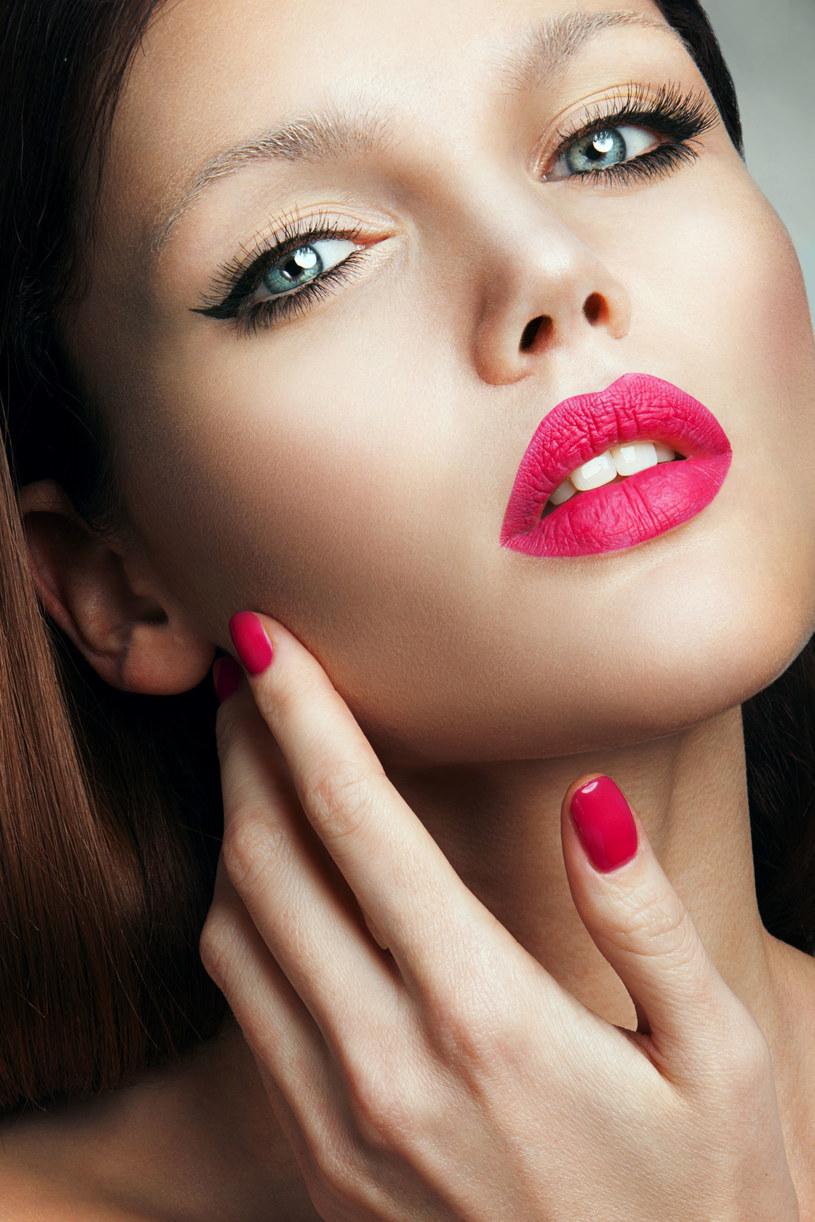 Wyraziste usta do codziennego makijażu dodadzą pewności siebie /123RF/PICSEL