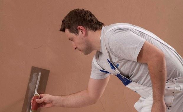 Wyrównywanie ścian z pomocą gładzi gipsowej [INSTRUKCJA]