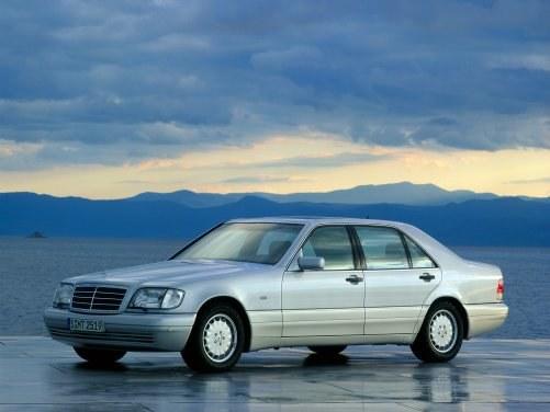 Wyróżniał się bardzo masywnym nadwoziem. Trzy wersje: krótka, długa i coupe. Moc jednostek napędowych: 150-408 KM. /Mercedes