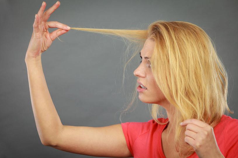 Wyrywanie włosów /©123RF/PICSEL