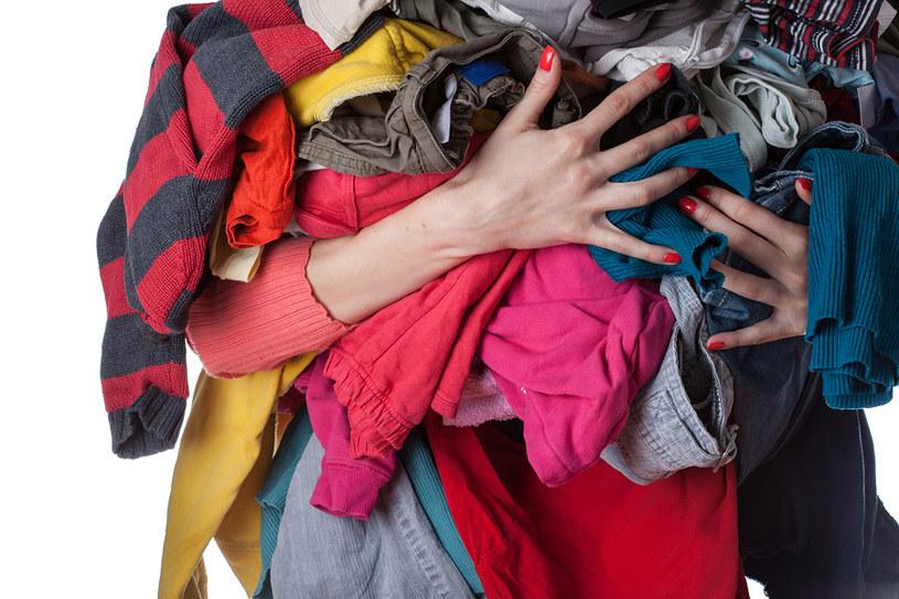 wyrzucanie rzeczy /© Photogenica