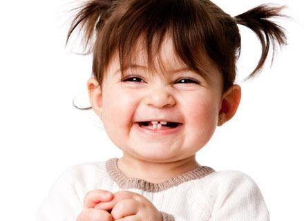 Wyrzynanie się zębów może męczyć malca nawet dwa miesiące przed pojawieniem się mleczaka /© Panthermedia
