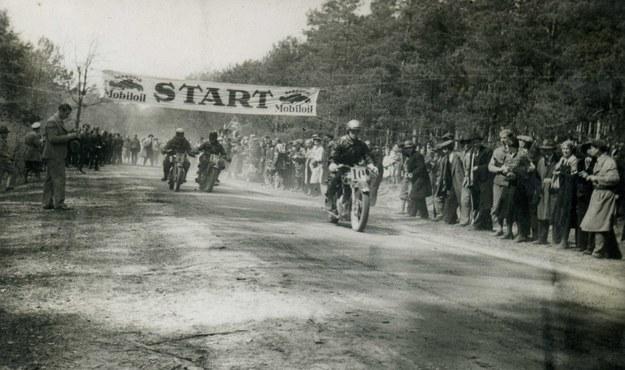 Wyścig motocyklowy w Strudze. Rok 1931 /Archiwum Tomasza Szczerbickiego