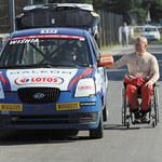 Wyścigówka na miejscu dla inwalidów