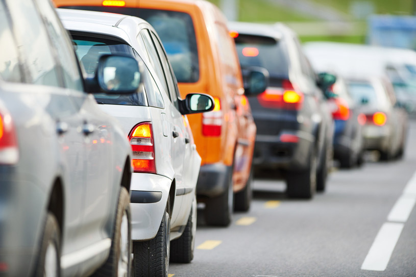 Wysłużone diesle na polskich drogach to problem. /123RF/PICSEL