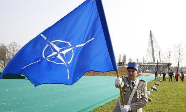 Wysocy oficerowie NATO również nie grzeszą zbytnią ostrożnością w sieci /AFP