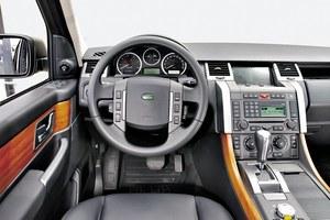 Wysoka jakość materiałów. Montaż poprawny, ale nie idealny. Wszystkie wersje są wyposażone w automatyczną skrzynię biegów marki ZF, która należy do najlepszych na rynku. Korzysta z niej także BMW. /Motor