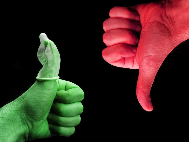 Wysoka skuteczność prezerwatywy zależy od jej jakości, ale także od doświadczenia mężczyzny  /© Panthermedia