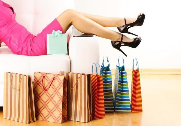 Wysokie obcasy sprawiają, że nasze zakupy są krótsze i bardziej konkretne? /©123RF/PICSEL