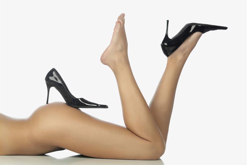Wysokie szpilki noś tylko na wyjątkowe okazje. Na co dzień najlepsze są buty na kilkucentymetrowym, stabilnym obcasie /© Panthermedia