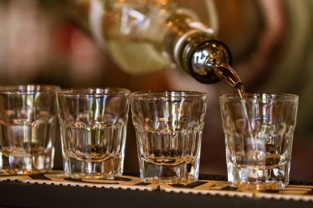 Wysokoprocentowe alkohole mogą służyć do przesyłania wiadomości na odległość /123RF/PICSEL