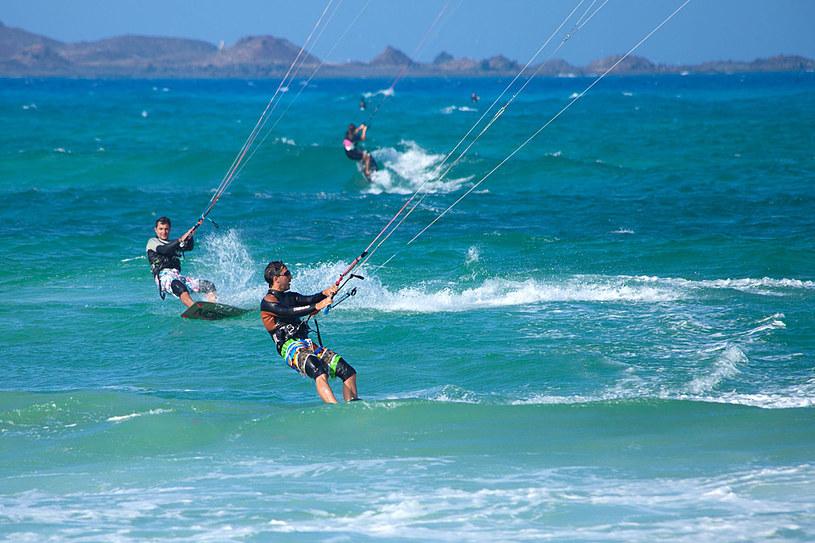 Wyspa jest jednym z ulubionych miejsc windsurferów /123RF/PICSEL