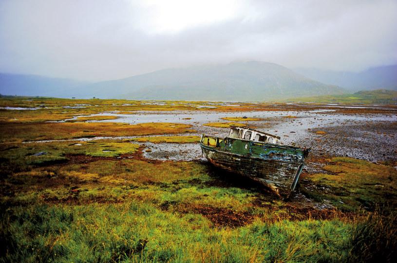 Wyspa Mull. Odpływ tworzy na brzegu malarskie kompozycje. Przed spacerem po mieliźnie warto można znaleźć w lokalnych tawernach sprawdzić godzinę przypływu. Harmonogram i na stronach internetowych z prognozą pogody /Twój Styl